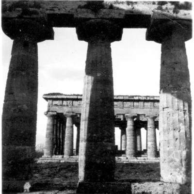 Poséidonia-Paestum, côté Sud du temple de Poséidon, depuis l'intérieur du temple d'Héra.