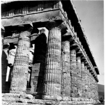 Poséidonia-Paestum, temple de Poséidon, angle Nord-Est.