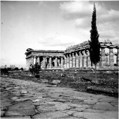 Poséidonia-Paestum, temples d'Héra et de Poséidon, façade Ouest.