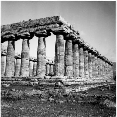 Poséidonia-Paestum, temple d'Héra, angle Sud-Ouest.