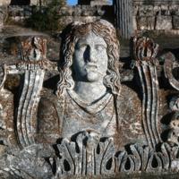 Aizanoi, Temple de Zeus (IIe siècle apr. J.-C.) : acrotère centrale de la façade arrière