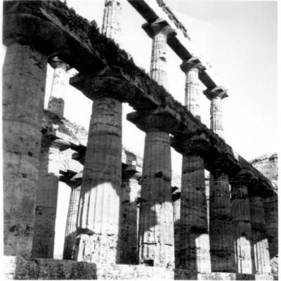 Poséidonia-Paestum, temple de Poséidon, colonnade interne.
