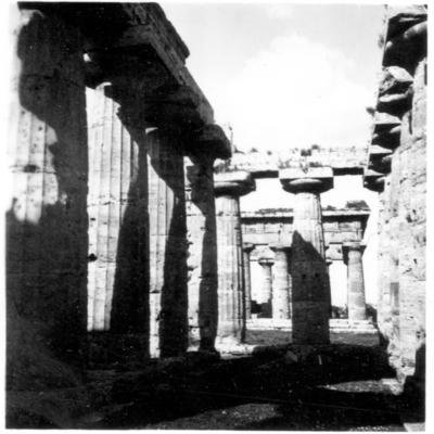 Poséidonia-Paestum, temple d'Héra, portique entre le pronaos et façade Est.